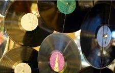 Outloud.fm Lets Users Share Tracks From SoundCloud   Radio 2.0 (En & Fr)   Scoop.it