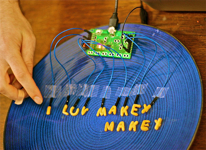 MaKey MaKey  An Invention Kit for Everyone | Cabinet de curiosités numériques | Scoop.it
