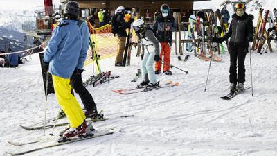 Malgré le Covid-19, les stations de ski restent ouvertes en Suisse, Autriche et Espagne