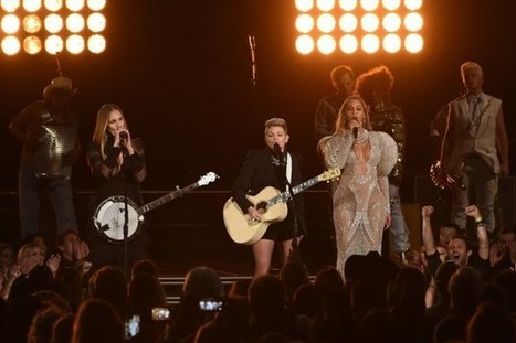 Natalie Maines Reflects on Unexpected CMA Awards Performance | ☊ ☊ Harmony60 Music ☊ ☊ | Scoop.it