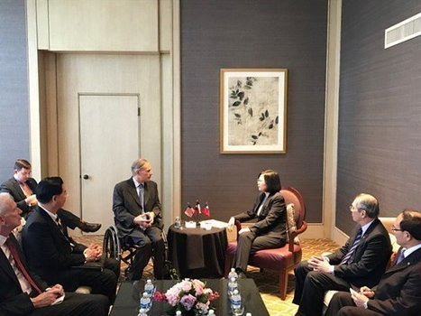 Texas governor meets with Tsai, commits cultural faux pas  | Taiwan News | EconMatters | Scoop.it