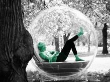 S'isoler dans un cocon en forme de bulle   SoonSoonSoon.com   Tendances : société   Scoop.it