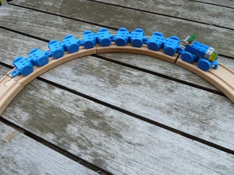 Toy Train for Legos by sconine « MakerBot Industries | Kids who design, tinker, prototype and create | Scoop.it