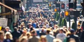 Universal Power Law Governing Pedestrian Interactions | Sistemas complejos | Scoop.it