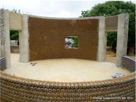 Casa construida con botellas PET recicladas en Nigeria   Acción positiva: #Alternativas   Scoop.it