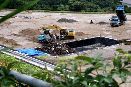 [Eng] Des décharges secrètes pour faire face à des tas de déchets radioactifs | The Asahi Shimbun | Japon : séisme, tsunami & conséquences | Scoop.it