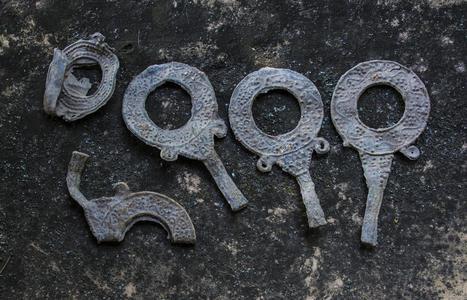 Excavan 5 espejos de plomo junto a una villa romana de Bulgaria 925d02a767ce2