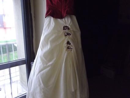 robe de marie doccasion ivoire et bordeaux de chez point mariage - Point Mariage Chartres