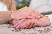 Solidarités -Personnes âgées: comment rompre leur isolement pendant les vacances? | service-public.fr