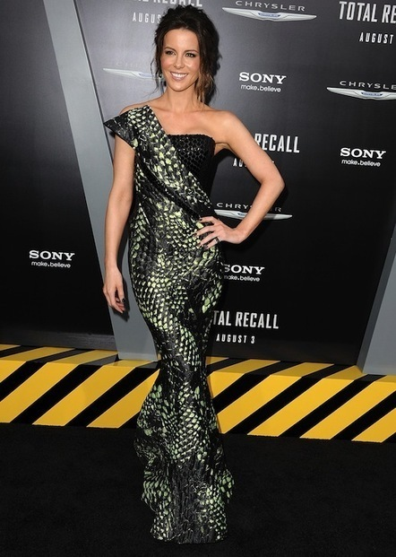 Kate Beckinsale Goes Reptile Chic in Armani Privé | Ultratress | Scoop.it