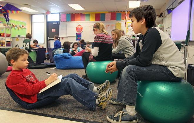 Modern Classroom Game : Some schools giving desks the boot jsonline