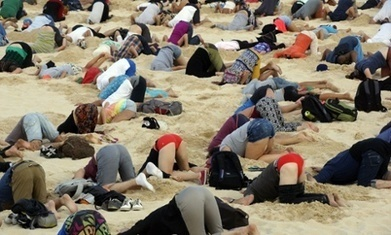 G20: Australians bury heads in sand to mock government climate stance - The Guardian | anti dogmanti | Scoop.it