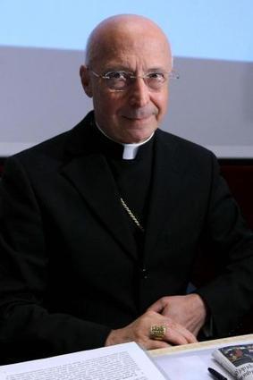 Scuola, rinviati i corsi anti-omofobia: Bagnasco e cattolici battono laici e gay | Gay Italia | Scoop.it