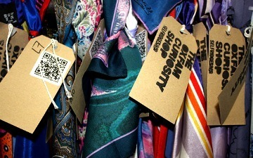 QR Codes on Oxfam Clothes Reveal Celebrities Who Donated Them [VIDEO] | Social Code | Scoop.it