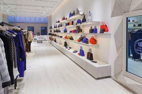 In-store  Chez Rebecca Minkoff à New York, les miroirs sont connectés et  les cabines intelligentes c6f67c62516