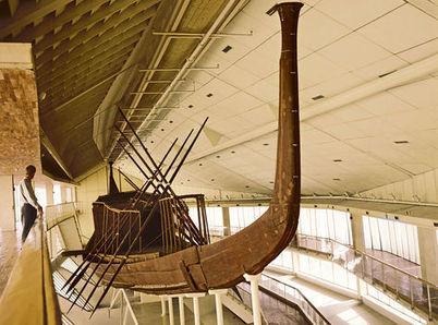 Expertos japoneses comienza a retirar los remos de una barca solar de Keops - La Razón | Egiptología | Scoop.it