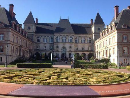 Salons étudiants : quand les écoles recrutent à tout prix - Le Monde   Research and Higher Education in Europe and the world   Scoop.it