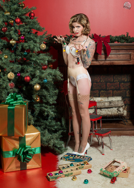 Kicking Off The Christmas Season With Little Skull Photography's Christmas Pin Ups | Rockabilly | Scoop.it