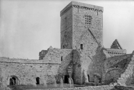 Are there ghosts in this old image of Iona Abbey? | Archaeology Updates | Scoop.it