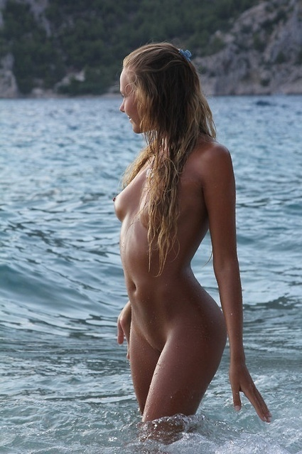 In the waves. | Busty Boobs Babes | Scoop.it