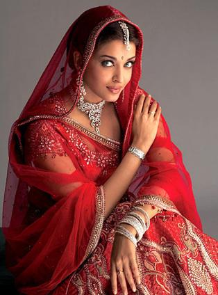 Aishwarya Rai breaks Karva Chauth Fast for Abhishek Bachchan through Skype | Bollywood Celebrities News, Photos and Gossips | Scoop.it