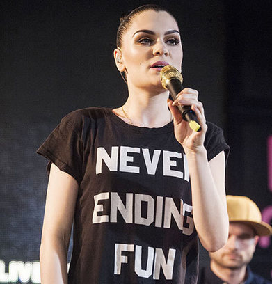 People Fighting Against Words On T Shirt In Il Tatuaggio Di