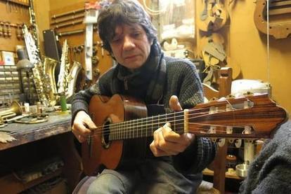 Une guitare unique au pied du sapin - la Nouvelle République | L'actualité de la guitare | Scoop.it