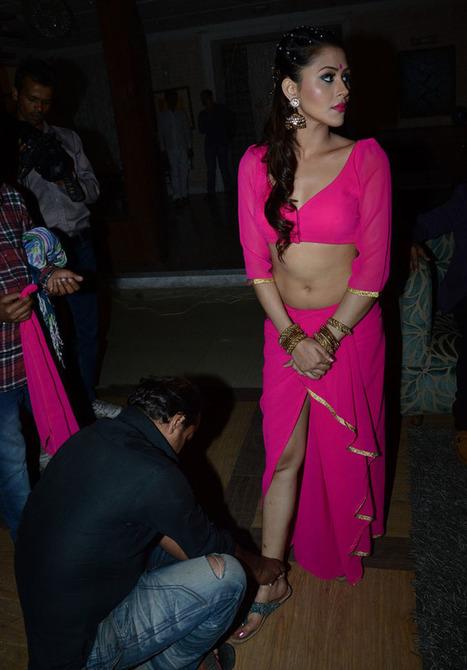 Download Meinu Ek Ladki Chaahiye Movie Mp4 Hindi