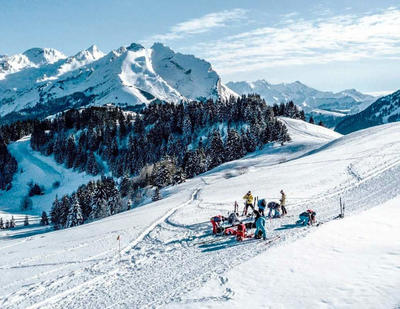 Ski de randonnée sur les pistes : la réflexion des stations