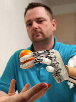 Researchers create robotic hand with sense of touch | Robots and Robotics | Scoop.it