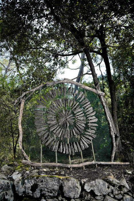 Artist Spends A Year In the Woods Making Magical Sculptures Out Of Natural Materials | tecnologia s sustentabilidade | Scoop.it