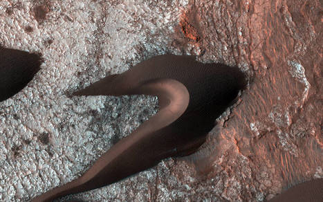 All Along the Fractures - NASA Unveils Incredible Images of Martian Sand Dunes   pixels and pictures   Scoop.it