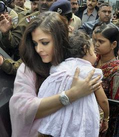Aishwarya Rai Baby Latest Pictures 2013 Fashi