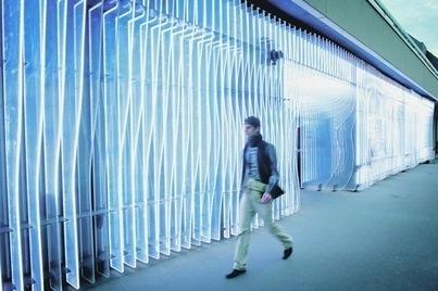 La façade lumineuse du Centre de création contemporaine - La Croix   urbanisme et citoyenneté   Scoop.it