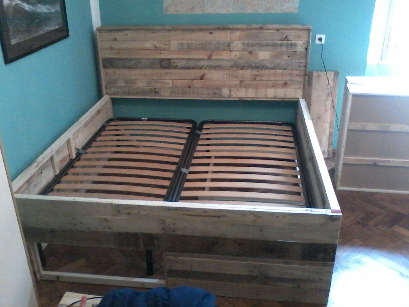 Pallet bed with drawers 1001 pallets ideas for Pallet drawers diy