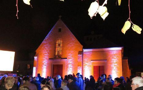 36c64f2837e Plaisir   spectacle son et lumière sur la façade de l église Saint-Pierre -  Le Parisien