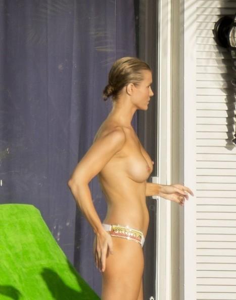 Photo : Joanna Krupa seins nus en vacances !   Radio Planète-Eléa   Scoop.it