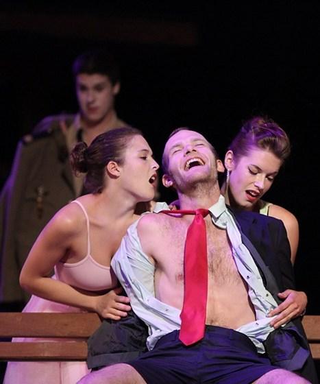 A Montpellier, la jeunesse survoltée joue Hanokh Levin   Revue de presse théâtre   Scoop.it