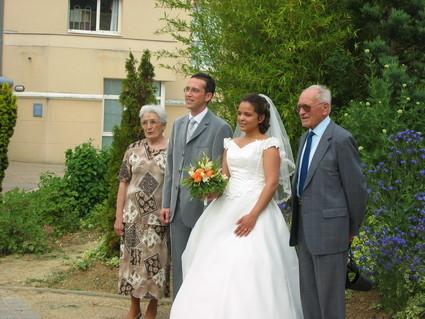 robe de marie de chez point mariage avec corset trane voile et jupon - Point Mariage Chartres