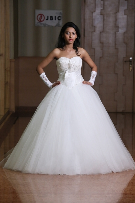Buy Cheap Wedding Gowns Online in India | Weddi...