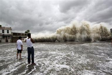 Powerful typhoon kills 20 in southern China, swipes Hong Kong | Sustain Our Earth | Scoop.it