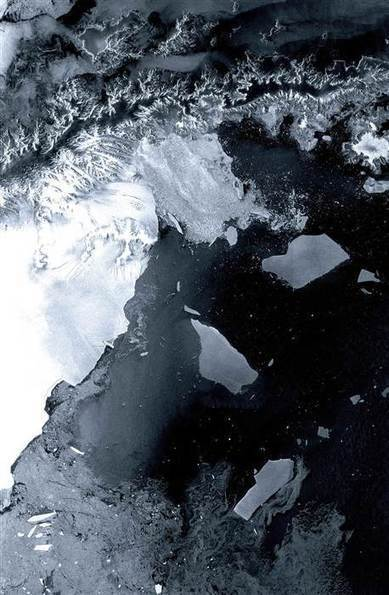 Iceberg the size of Delaware about to break off Antarctica | Our Evolving Earth | Scoop.it