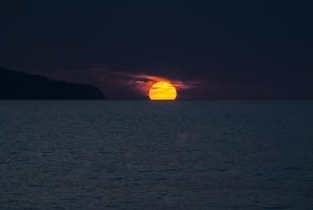 Beautiful sea sunset 4k hd nature wallpaper for beautiful sea sunset 4k hd nature wallpaper for desktop voltagebd Gallery
