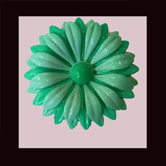 Vintage beautiful sea-foam green flower pin. UNSIGNED | Vintage Passion | Scoop.it