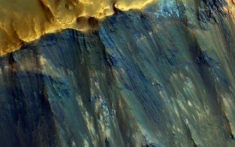 Les couleurs d'une pente de cratère martien - [Parlons peu parlons Science] | C@fé des Sciences | Scoop.it