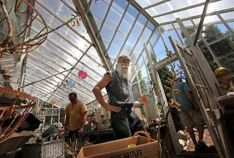 In Waterford, step into weird world of Hippie Tom - The Oshkosh Northwestern | Vloasis vlogging | Scoop.it
