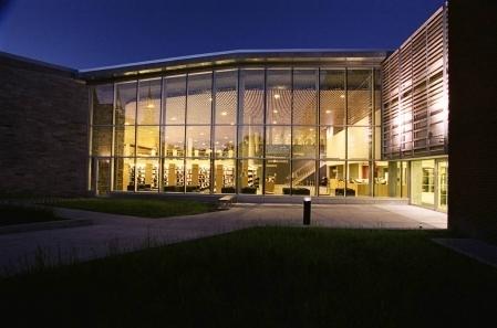 Après la maison et le travail - La bibliothèque municipale est un lieu de convivialité et de socialisation | BiblioLivre | Scoop.it