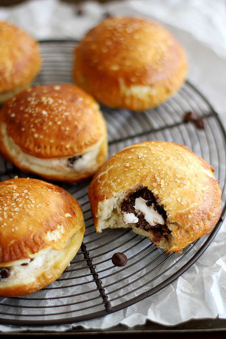 S'mores Pretzel Hand Pies | Girl Versus Dough | The Man With The Golden Tongs Hands Are In The Oven | Scoop.it
