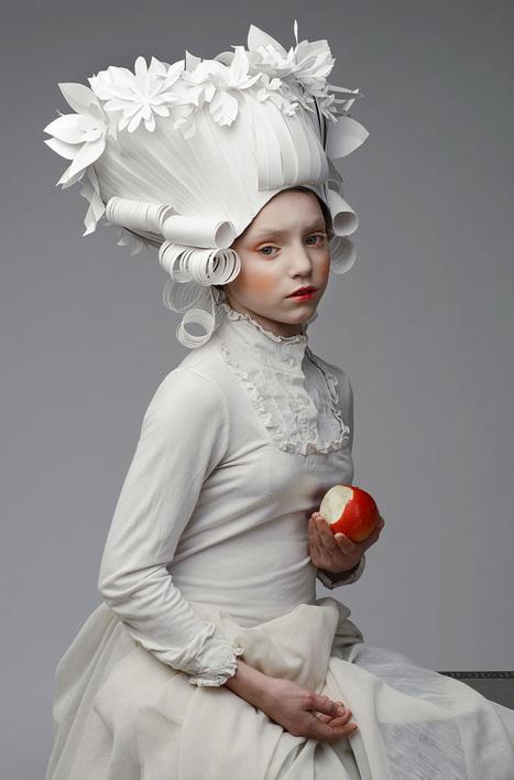 Cette artiste crée des perruques baroques avec une minutie impressionnante à partir de simples feuilles de papier   Reg'Art Metis   Scoop.it