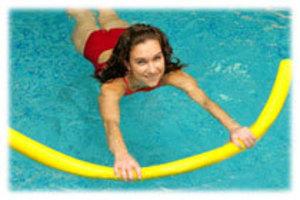 exercices avec une frite en piscine l 39 aquagym. Black Bedroom Furniture Sets. Home Design Ideas